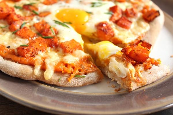 Individual Sweet Potato Breakfast Pizzas